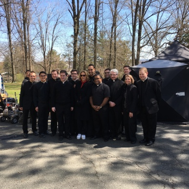 Actress Tea Leoni with a group of seminarians and faculty members. (Photo credit: Anthony Marcella.)